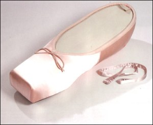 ballet_shoe_coffin by-vic-fearn
