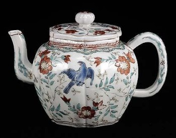 Cor, this Kakiemon teapot is nearly as old as me... c. 1700