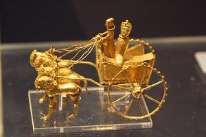 hopelessly out of date gold chariot that I've tired of