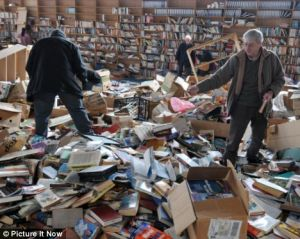 people stocking up on free books abandoned by Amazon second hand book suppliers Feb 2009 Bristol